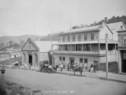 The Royal Hotel in the late 1860s. Photo by D.A. De Maus, Alexander Turnbull Library 1/1-002555-G.
